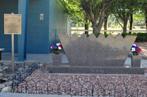 Go Man Go's grave at Ruidoso Downs (Photo by Ty Wyant)